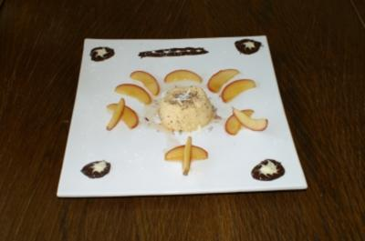 Rezept: Marzipanmousse an gelierten Apfelspalten