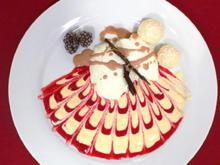 Vanille-Wolken auf verziertem Himbeer-Spiegel mit Beijinho de Coco an irischem Cremelikör - Rezept