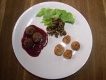 Elchbällchen an Preiselbeersoße mit Kartoffeln und Pilzkomposition - Rezept