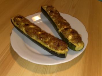 Zucchini mit Schafskäse-Hackfleisch-Füllung - Rezept