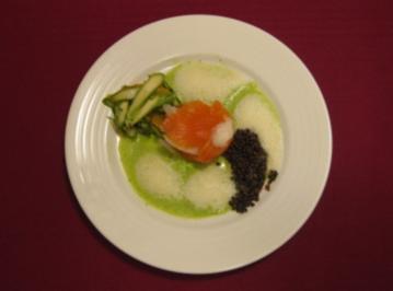 Spargel-Lachs-Lasagne mit Beluga-Linsen und Wasabischaum - Rezept