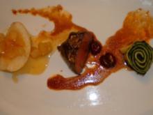 Hirschrückensteak auf Schattenmorellensoße an Spinat und Nashi-Birne - Rezept