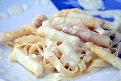 Tagliatelle mit Spargel-Feta-Sauce - Rezept