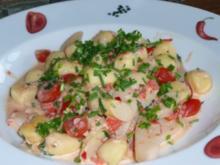 Spargel,Gnocchi,Tomaten,Räucherlachs und Frischkäse treffen Zitrone,Zwiebel,Knoblauch,Chilli und frische Kräuter - Rezept