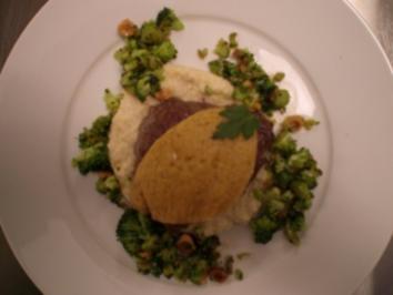 Rinderfilet mit Monschauer Senfkruste, Selleriemousse und gebratenem Brokkoli - Rezept