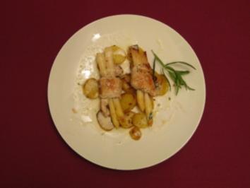 Spargel-Truthahn-Röllchen auf Kartoffeln und Parmesansoße - Rezept