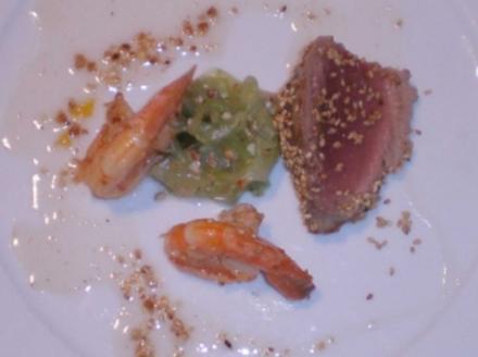 Sesam Tuna auf Chili-Gurkensalat - Rezept