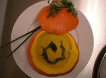 Kürbissuppe mit Petersilien-Pesto - Rezept