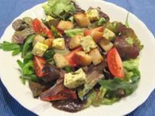 Brotsalat mit Fetakäse und Basilikumdressing - Rezept