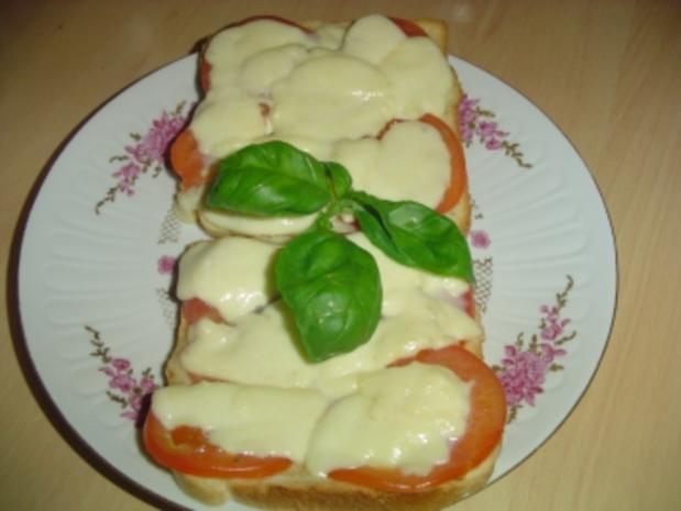 Überbackenes Toast mit Tomate und Mozarella - Rezept - Bild Nr. 2