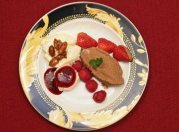 Rezept: Mandeleis, Mousse au Chocolat und Panna Cotta mit Himbeersoße  (Gülcan und Petra Kamps)