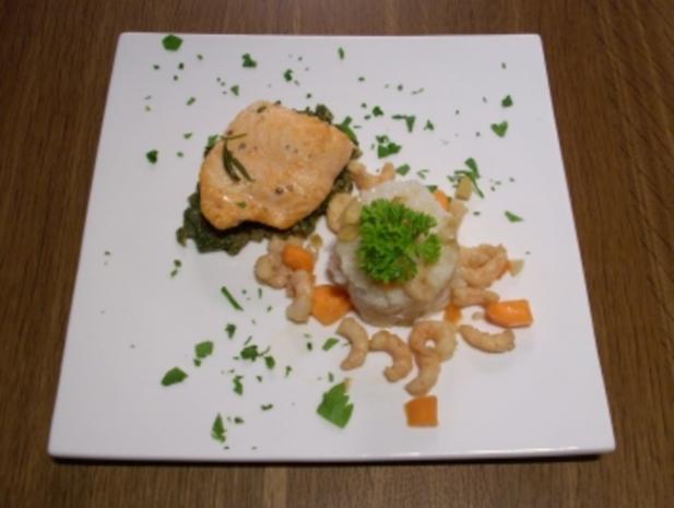 Krabben in Reiskugeln mit Lachs auf frischen Kräutern - Rezept