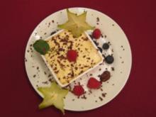 Zitrus-Parfait mit Waldbeeren und dunkler Soße - Rezept