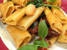 Rigatoni mit weißen Bohnen, Merguez, Kirschtomaten und Basilikum - Rezept