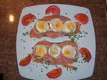 Lachsschnittchen mit Ei, Zwiebel und Sahnemeerrettich - Abendüberraschung meines Mannes - - Rezept