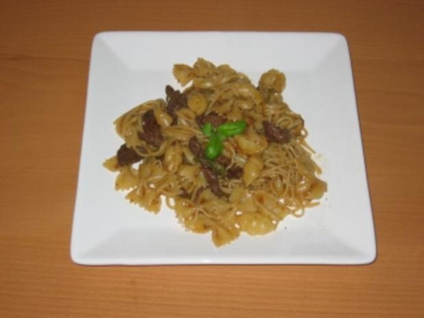 Gemischte Pasta mit scharf gewürztem Rindfleisch - Rezept