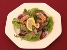 Salatbouquet mit Zwiebelvinaigrette und Riesengarnele (Martin Stosch) - Rezept