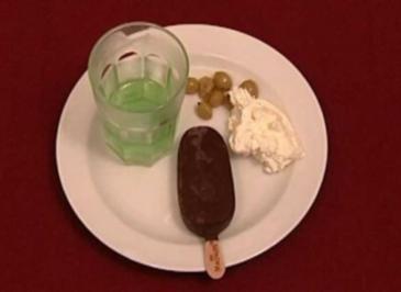 Wackelpudding mit Vanillepudding, Sahne und Früchten (Theo West) - Rezept