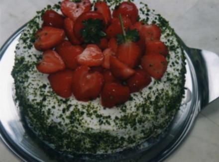 Erdbeer-Bisquit mit Pistaziensahne - Rezept