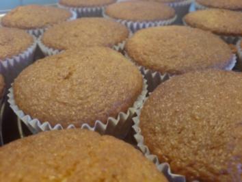 "Muffins ""Amarettini"" mit Himbeer-Mascarpone-Creme - Rezept"