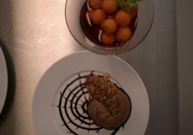 In Portwein marinierte Melonenkugeln an einer Mascarpone-Balsamico-Creme - Rezept