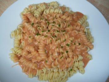 Nudeln m. Tomatensauce classic - Rezept