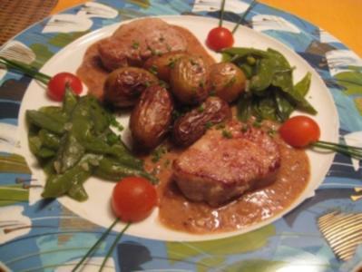 Medaillons vom Schweinefilet auf Dijoner-Senfsauce mit Kaiserschoten & Rosmarinkartoffeln - Rezept