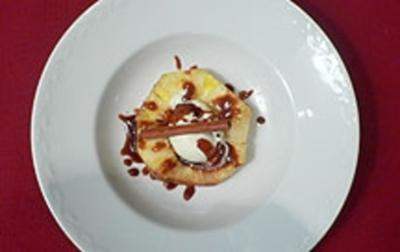 Rezept: Gebackene Rosmarin-Ananas
