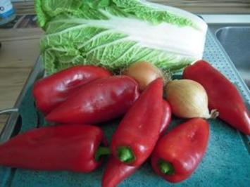 Chinakohl vereint sich mit Spitzpaprika - Rezept