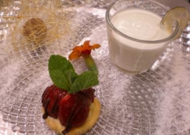 Nimm drei – Joghurt-Limettencreme, Eiercreme-Fruchttörtchen, Schwarzwälder Trüffelpraline - Rezept