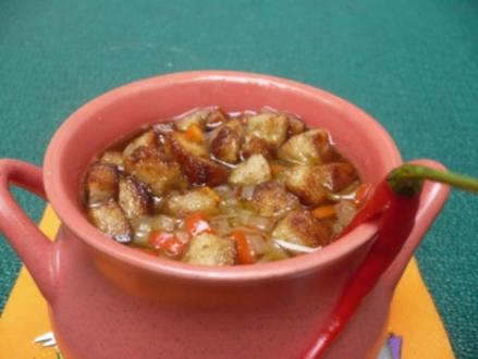 Chili - Bier - Suppe mit Käse und Croutons - Rezept