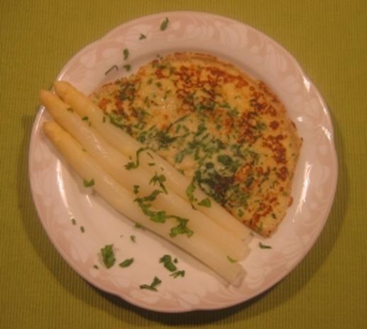 Kräuterpfannkuchen mit Spargel - Rezept