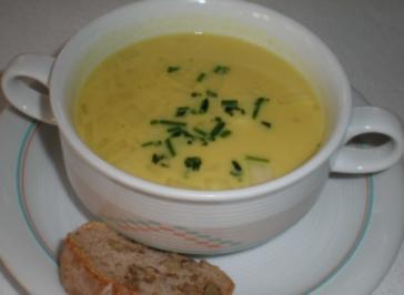 Rezept: Irische Pastinaken-Apfelsuppe mit kräftigem Walnuss-Baguette