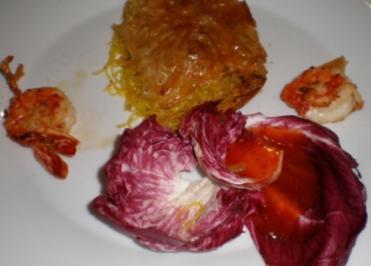 Hauchdünne Nudeln mit Fisch und Meeresfrüchten im Blätterteig - Rezept