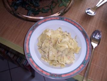 Bandnudeln mit Honig-Senf-Soße und Räucherlachs - Rezept