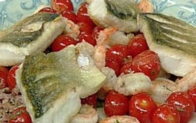 Gebratenes Zanderfilet mit Garnelen-Tomaten-Gröstl - Rezept