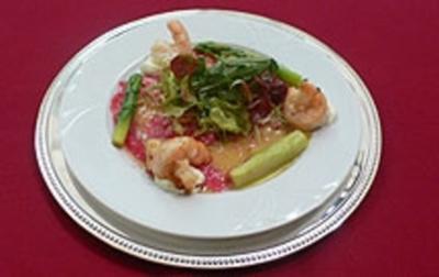 Salat auf Tunfischcarpaccio und Garnelen - Rezept