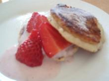 Pancakes mit Erdbeercreme und  Erdbeeren - Rezept