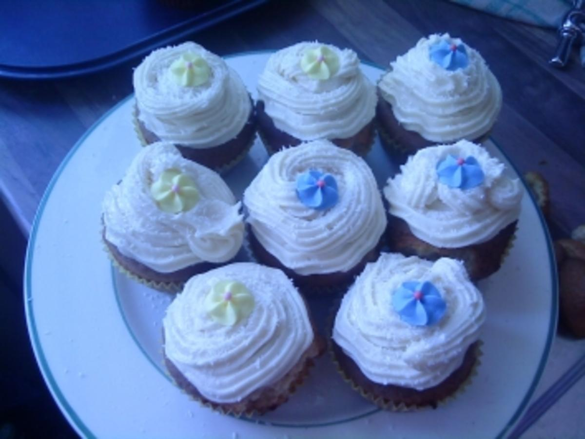 vanille cupcake mit cream cheese frosting rezept. Black Bedroom Furniture Sets. Home Design Ideas