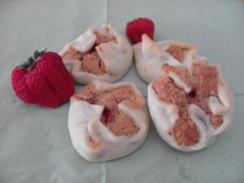 Rezept: Erdbeeren im Teig mit Mandelbiskuit