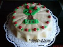 Kuchen  Festtagstorte mit Erdbeerbuttercrem und Marzipan - Rezept