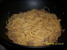 Pasta mit leckerer Käse Hackfleischsoße und Chili - Rezept
