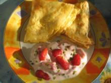 Eierpfannkuchen mit Erdbeerjoghurt - Rezept