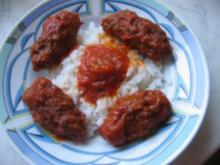 Hackwürstchen in Tomatensauce auf Reis - Rezept