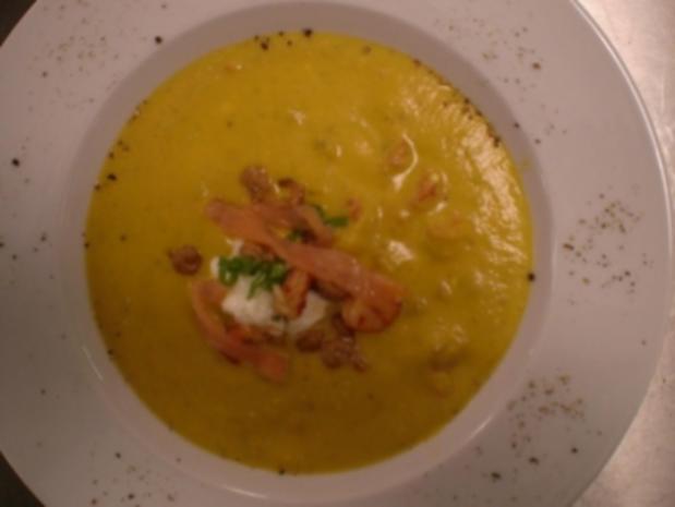 Möhren-Orangen-Suppe mit Nordseekrabben und Räucherlachs - Rezept