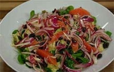 Feldsalat mit Avocado, Pink Grapefruits und Parmesanhippe - Rezept