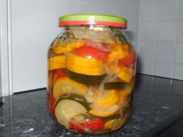 Sauer eingelegte Zucchini - Rezept