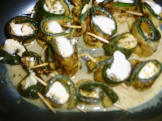 Zucchini Röllchen mit Büffelmozzarella - Rezept
