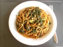 Vollkornspaghetti mit Spinat-Tomatensoße - Rezept