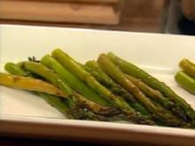 Gebratener Grüner Spargel und Tomatenpesto - Rezept